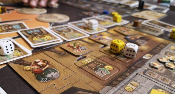 Un gioco da tavolo poco conosciuto: i dadi